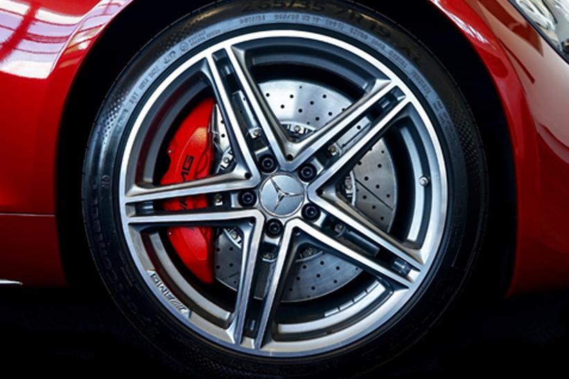 Changing brake pads: How do brake pads work