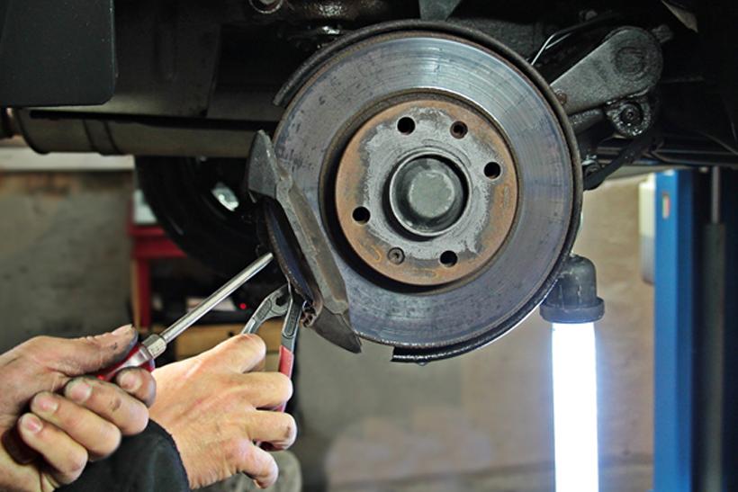 Changing brake pads: 9 Steps