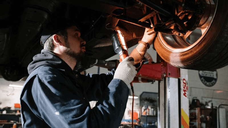 What's the difference between an MOT and a service?