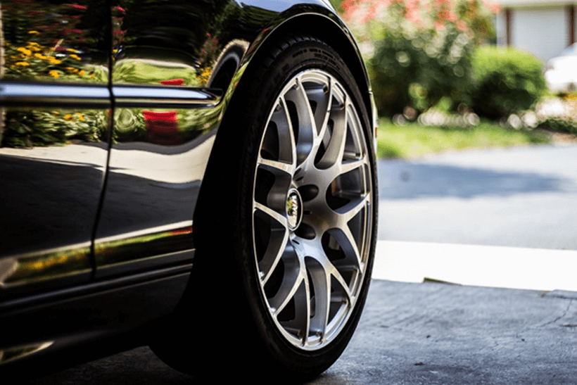 How to perform a tyre pressure check